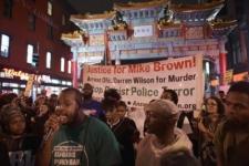 Сотни жителей Вашингтона вышли протестовать против полицейского насилия