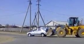 Автора ролика о нестандартной транспортировке полицейской машины накажут