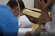 Партию масок, защитных очков и хирургических костюмов получили павлодарские медики из Катара в качестве гуманитарной помощи