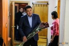 Аким области поздравил старейшего жителя Павлодара с Днем пожилых людей