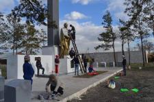 Волонтеры начали реставрировать обелиск Победы в Кенжеколе