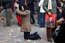 Китайских менеджеров поставили на колени за срыв плана продаж