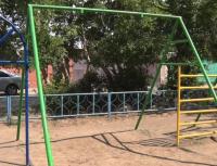 Аварийные качели по адресу Целинная, 93 демонтировали