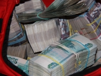 Павлодарская полиция разыскивает лиц, причастных к краже школьного рюкзака, денег и золотых изделий на сумму 20 миллионов тенге