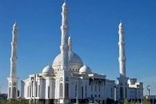 Казахстанские мусульмане отмечают Ораза айт (видео)