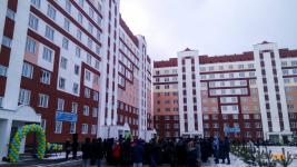 В Павлодаре торжественно открыли два новых дома в микрорайоне Сарыарка