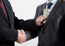 Наименьшими коррупционерами казахстанцы считают высокопоставленных чиновников