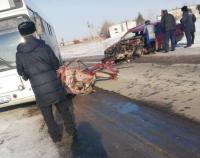 В Павлодаре на загородной трассе столкнулись пассажирский автобус и легковая
