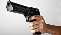 Мужчина обстрелял из травмата посетителей бара в Петербурге