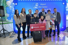 Воспитатель из Павлодара впервые полетела на самолете и оказалась пятимиллионным пассажиром столичного аэропорта