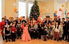 Руководители АО «Алюминий Казахстана» стали добровольными помощниками Деда Мороза