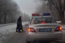 Павлодарские водители и пешеходы продолжают выяснять, кто главнее на дороге
