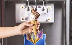 В Павлодаре санитарные врачи продолжают борьбу с продажей мягкого мороженого