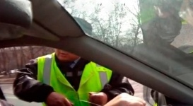 Водителям законодательно разрешат снимать полицейских на видео в РК