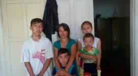 Многодетная мать осталась на улице с пятью детьми в Павлодаре