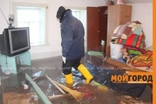 В Уральске из-за прорыва труб затопило три дома (фото)