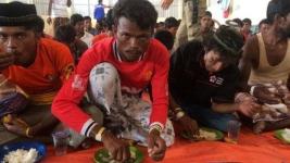 100 мигрантов убиты на судне в драке за еду