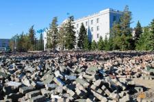 К середине июля на Центральной площади Павлодара полностью заменят брусчатку