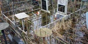 Могилы затопило талыми водами на кладбище в Экибастузе