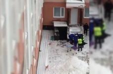 В Павлодаре, на крыльце студенческого общежития найден мужчина с порезанной шеей