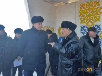 Аким Павлодара ждал пригородный автобус на остановке