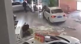Китаец разнес автосалон на купленной там машине