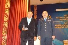 В Павлодаре наградили рыбака, спасшего тонущую женщину