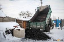Городской акимат приступил к раздаче угля малоимущим павлодарцам