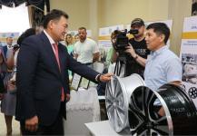 Булату Бакауову показали продукцию павлодарских предприятий, претендующую на звание лучшего товара Казахстана