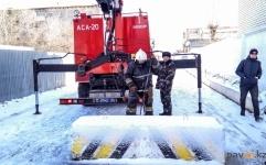 В Павлодаре препятствия для проезда во дворы демонтируют сотрудники ДЧС