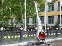 Двухметровую металлическую домбру установили в ПГУ имени Торайгырова