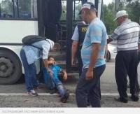 В автопарке Алматы заявили, что ранивший пассажира ножом кондуктор защищался