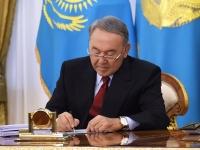 Нурсултан Назарбаев публично подписал закон об амнистии