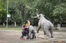 Павлодарский предприниматель подал идею, как обезопасить скульптуры на Гусином перелете