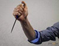 Мужчина из ревности ударил свою сожительницу ножом в грудь