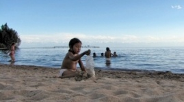 Кыргызстан и Казахстан договорились об отмене справки-вкладыша для детей