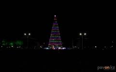 В Павлодаре зажгли главную елку