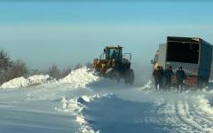 В Прииртышье, несмотря на штормовое предупреждение, больше пятидесяти машин вышли на трассу и застряли