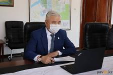 Аким Павлодара ведет личный прием граждан по телефону и при помощи видеосвязи