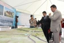 На строительстве нового моста через Иртыш побывал Канат Бозумбаев