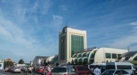 Въезд на парковку вокзалов Астаны и Алматы будет платным