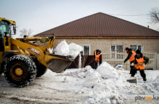 Во избежание весеннего подтопления в частном секторе Второго Павлодара и Зеленстроя коммунальщики организовали уборку снега