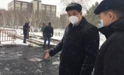 Аким Павлодара остановил подрядчиков, укладывающих асфальт в снегопад