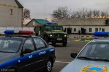 Павлодарские полицейские продемонстрировали школьникам спецтехнику