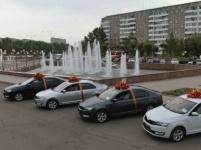 В Павлодаре лучшим учителям подарили автомобили