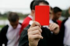 Футболист убил судью из-за красной карточки