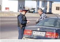 Водитель в Карагандинской области облил полицейского мочой
