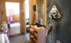 Мошенники в Аксу продали квартиру от имени покойной столетней бабушки
