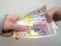 В Павлодаре таможенника подозревают в получении взятки в размере 185 тыс тенге