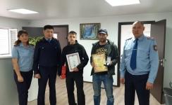 Экибастузцев, задержавших хулигана, наградили полицейские